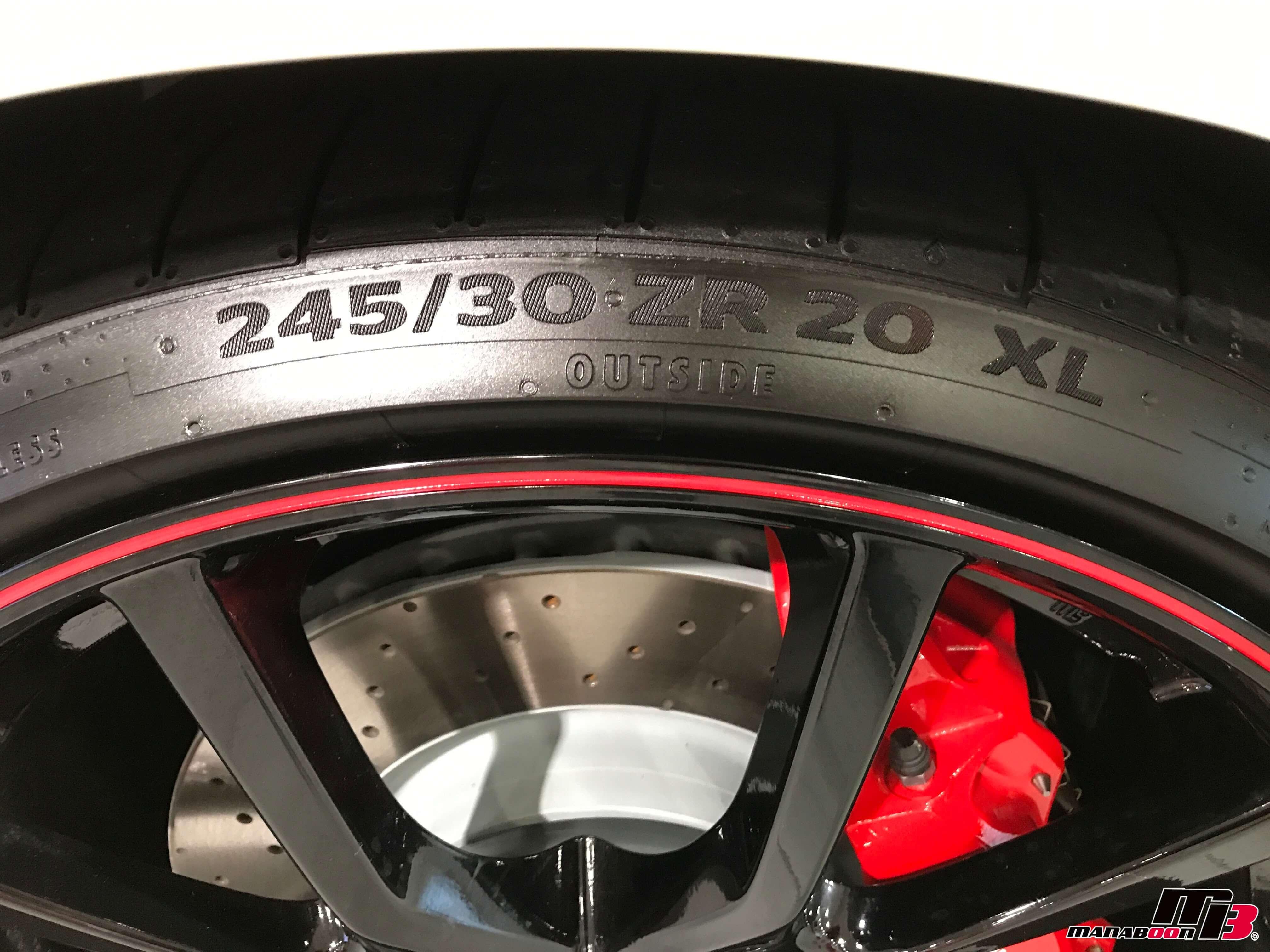 新型シビックタイプR(FK8)タイヤサイズ画像