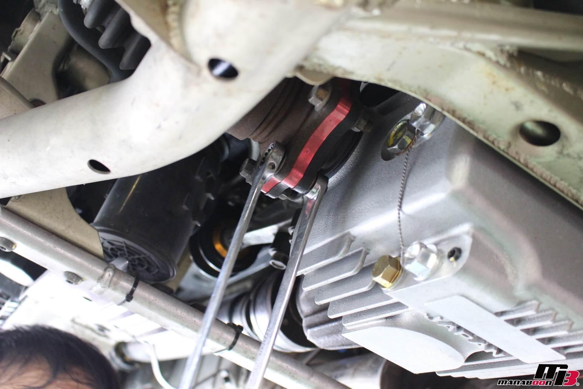 S2000ドライブシャフトイン側ナット取り外し画像
