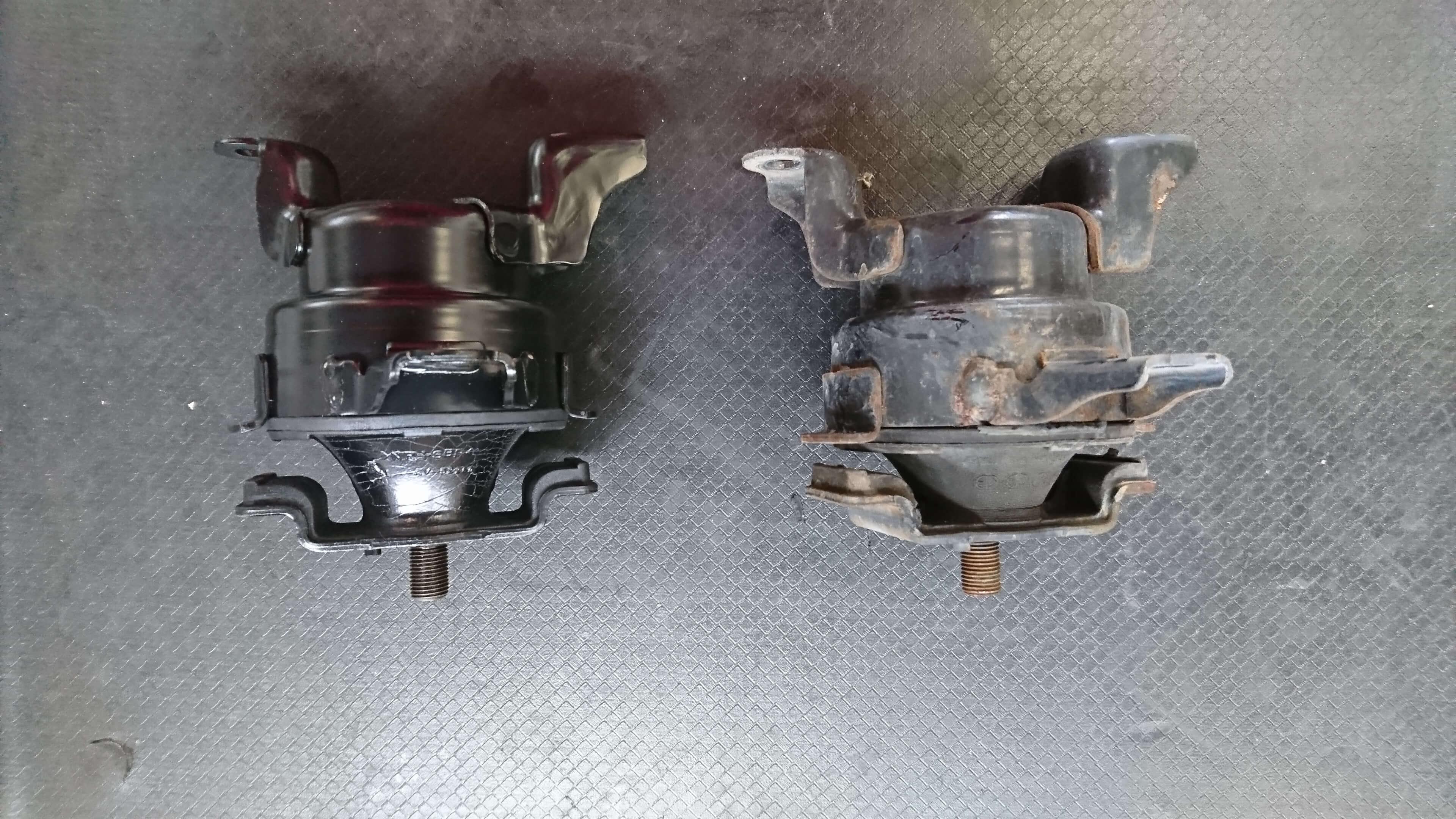 シビックタイプR(EK9)エンジンミッションマウント交換画像