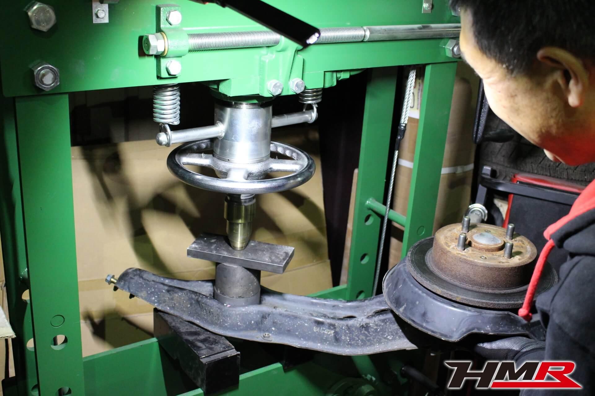 EG6 トレーリングアームブッシュ交換画像